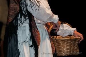 Espetáculos/A rapariga do cesto.