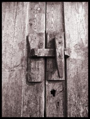 /Trancas à porta