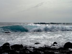 Paisagem Natural/Tombam  as  ondas