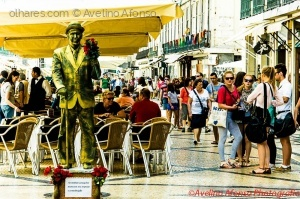 Gentes e Locais/Estatua Humana