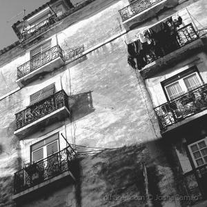 Abstrato/Janelas de Alfama
