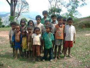 Gentes e Locais/Meninos de Timor