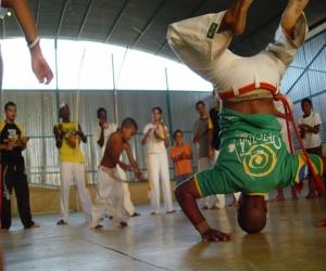 Gentes e Locais/aula de capoeira gratuita á meninos carentes