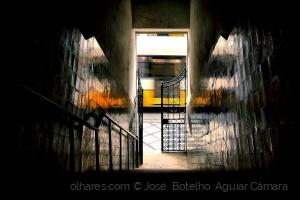 Abstrato/Lá fora, a Cidade .... (Ler descrição)