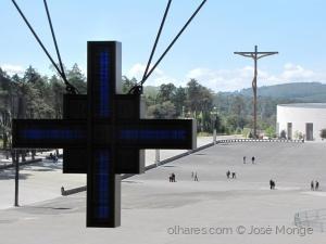 Gentes e Locais/De uma cruz à outra