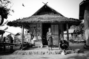 Gentes e Locais/Hmong Tribe