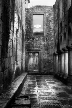 História/Chove no claustro...