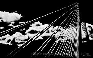 Abstrato/Rasgando os céus ...