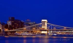 /O Danubio, a ponte das correntes, a cidade...