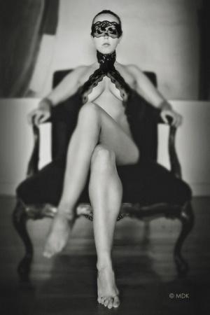 Nus/'lust throne'