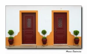Paisagem Urbana/3 Vasos X 2 Portas = nº da Casa