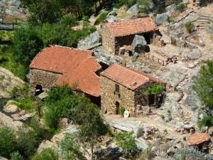 Paisagem Natural/Casas nas rochas