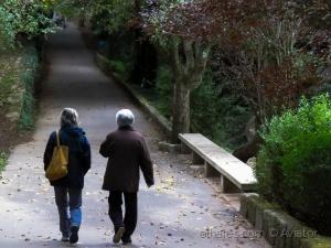 /Caminhando descontraidamente