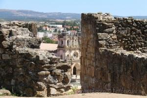 História/O Mosteiro e as Ruínas do Castelo