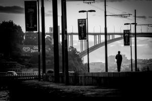 Gentes e Locais/Numa solidão plena...