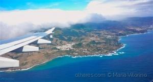 / Vista do céu, a ilha é ainda mais azul... (ler)