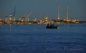 /Saindo para a Pesca ao Anoitecer