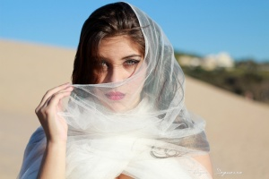 Retratos/Lady in desert II