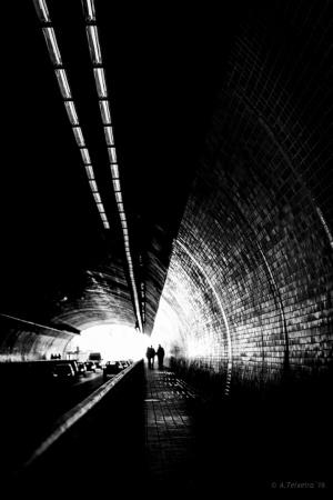 """Gentes e Locais/""""Dentro do grande túnel ..."""""""