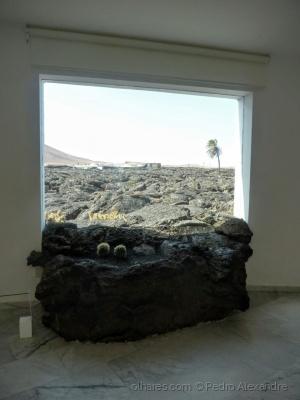 /A lava do vulcão entrando pela janela