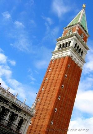 /Torre de Pisa... em Veneza!