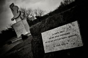 Outros/'a morte é um lugar estranho'