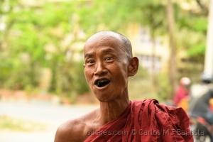 Gentes e Locais/Monge mascando betel