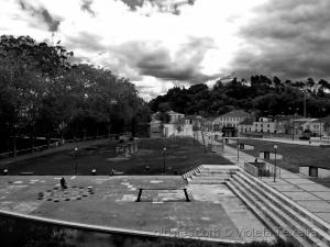 /VISTA DE UMA JANELA DO MUSEU DE LEIRIA (leia-se)