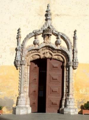 História/Porta de igreja em Moura
