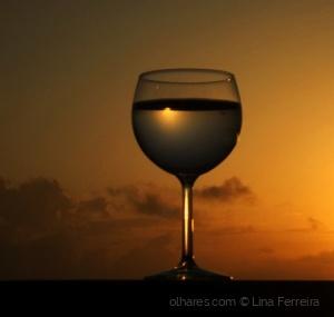 /Um brinde ao dia que se vai, à você à nós...