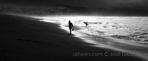 """/Surfers in a """" twilight zone """" called Azores ."""