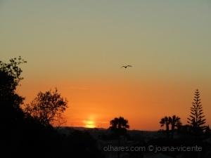 /o pôr do sol duplica a paisagem!