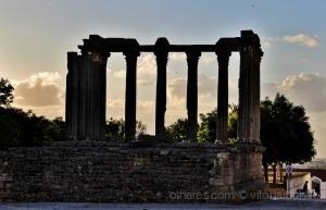 /Outra perspetiva do Templo de Diana....