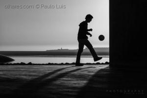 Gentes e Locais/The ball still moves