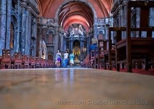 Gentes e Locais/Na igreja