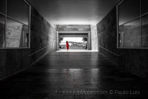 Gentes e Locais/The Woman in Red