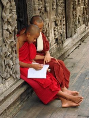 Gentes e Locais/Educação no mosteiro, Inlé - Birmânia