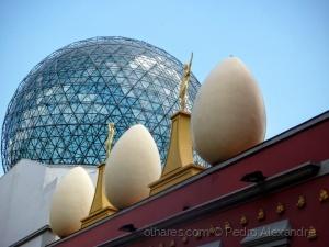 /Os ovos no telhado