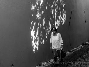 /Pelos muros quadros de luz....