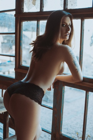 /Simone 0 Window