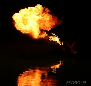 Espetáculos/Brincando com o fogo!