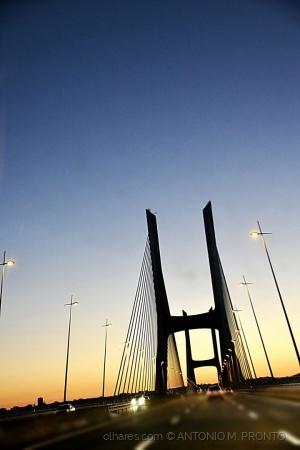 Paisagem Urbana/A ponte é uma passagem