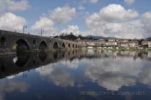 /uma ponte entre as nuvens