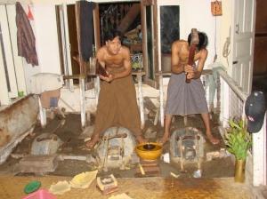 Gentes e Locais/Os Batedores de Ouro, Mandalay - Birmânia