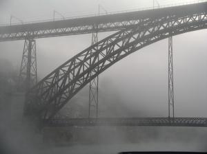 /A ponte é uma passagem...para a outra margem
