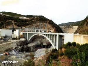 /Ponte e barragem do Tua.