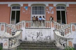 Gentes e Locais/São Tomé, o futuro empoleirado no passado.