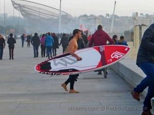 /Mesmo com muito frio vou surfar