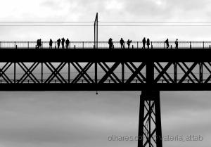 /Do alto da ponte...