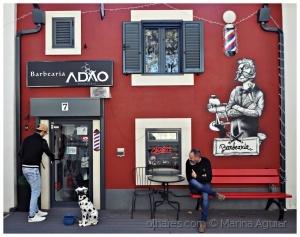 /O barbeiro, o cliente e o cão de guarda